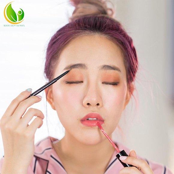 Makeup không loại bỏ hoàn toàn tình trạng làn da tối màu của bạn