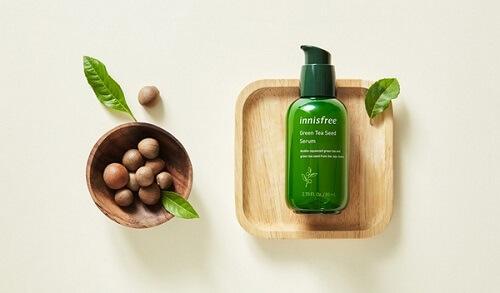 Các dưỡng chất có trong Innisfree The Green Tea Seed thẩm thấu sâu vào tế bào giúp da luôn tươi khỏe